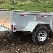 Remorque 5x8 en acier galvanisé côtés 21 po essieu 3500 lbs roues 14 po Laroche