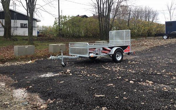 Remorque Remeq 52x98 acier galvanisé porte rampe essieu 2500 lbs côtés 17.5 po