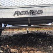 Remorque Remeq en acier galvanisé 52x98 porte rampe essieu 2500 lbs côtés 17.5 po
