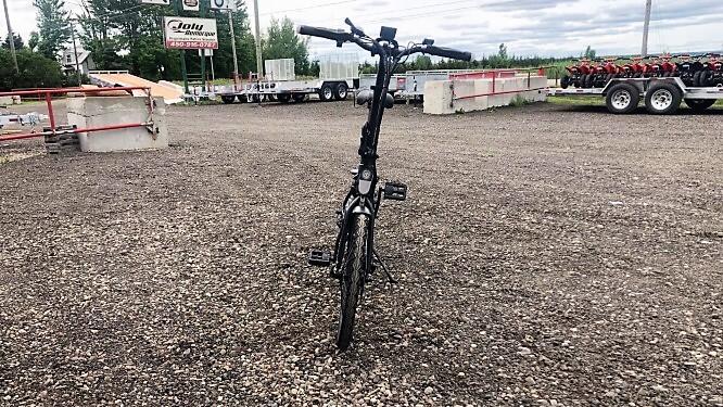 Vélo électrique Daymak 36 volts 250 watts ebikeinabox noir 41 lbs
